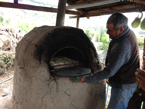 Pan amasado in an adobe oven
