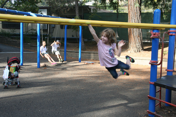Sam the Anti-Preemie: Irene on the monkey bars