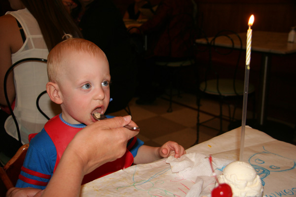 Sam the Anti-Preemie: ICE CREAM!!
