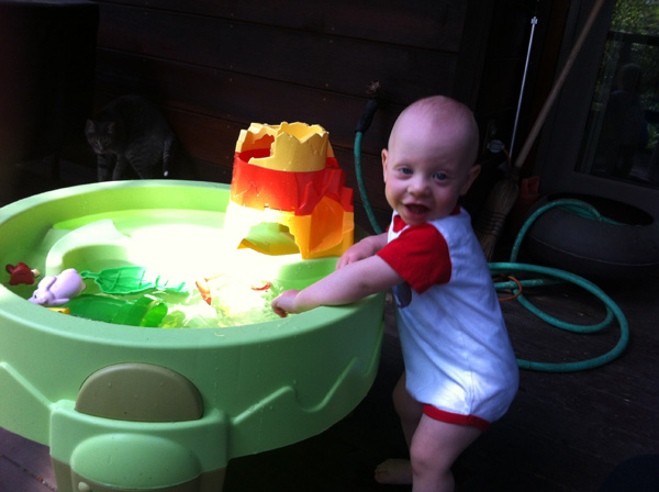 Sam the Anti-preemie and his water table