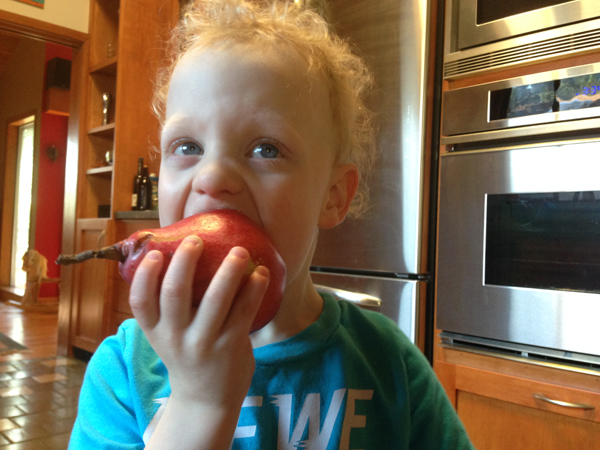 Sam the Anti-Preemie: Eating a pear